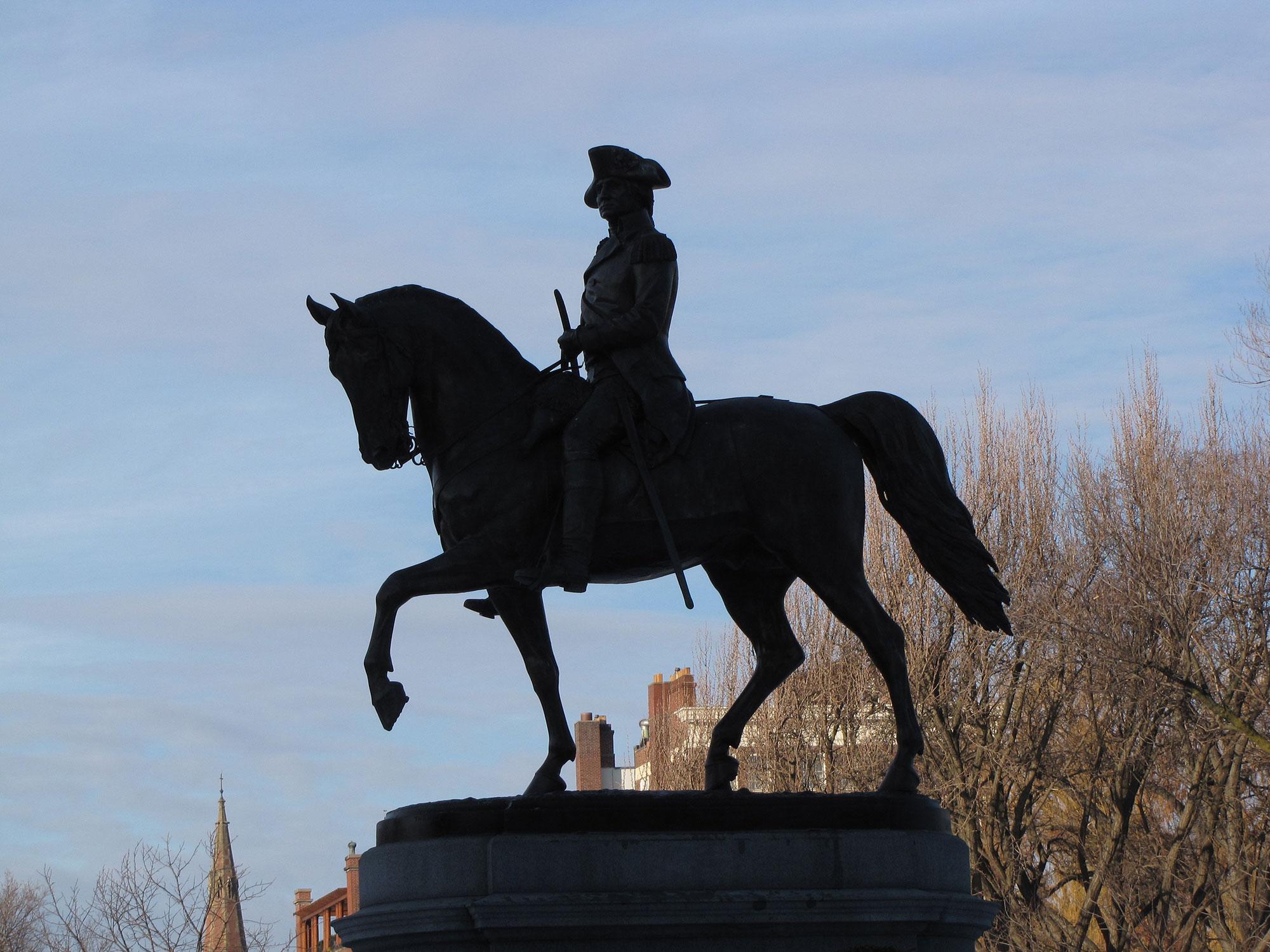 De betekenis van de stand van de poten van een paard als standbeeld